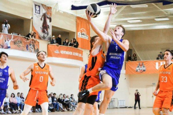 Ассоциация студенческого баскетбола проводит