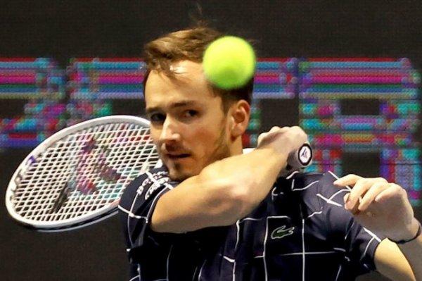 Медведев поднялся на четвертое место в рейтинге АТР
