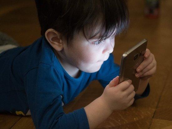 Психолог дал рекомендации родителям, как бороться с детской гаджетоманией