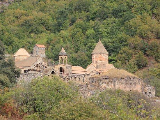 В Карабахе закрывается легендарный монастырь Дадиванк