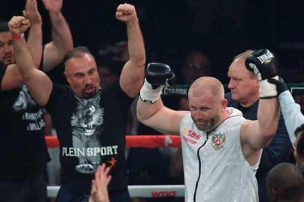 У бойца ММА Сергея Харитонова серьезно поврежден глаз