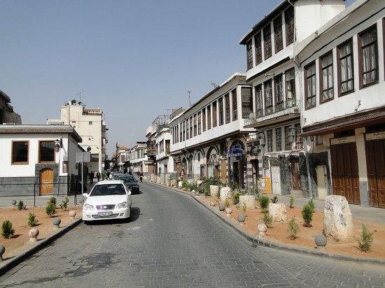Трое военных стали жертвами ракетного удара по столице Сирии