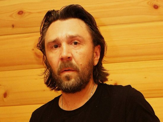 «Спел частушку — получи статус иноагента»: Шнуров раскритиковал идею ГД