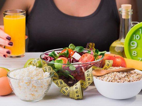 Диетолог рассказал, почему не стоит наедаться с утра