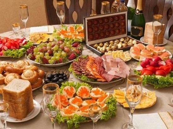 Новогодний стол влетит в копеечку: какие продукты подорожают