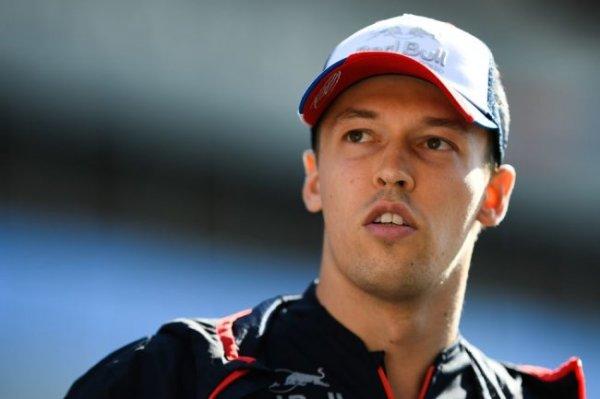 Квят рассказал о столкновении с Грожаном, чей болид взорвался на Гран-при Бахрейна
