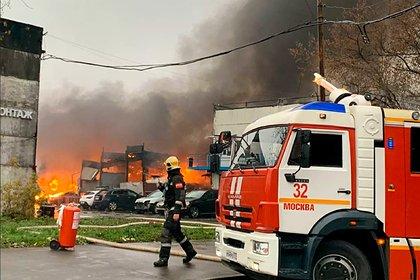 Мощные взрывы на складе с газовыми баллонами в Москве попали на видео