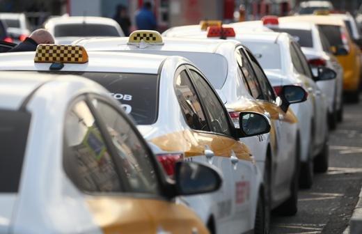 В Москве запретили перевозить пассажиров девятой компании такси за год