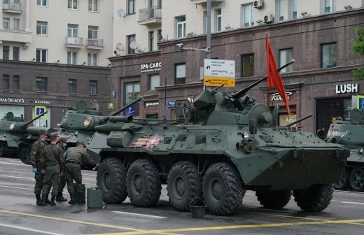 Собянин возложил цветы к Могиле Неизвестного Солдата в Москве