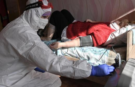 Эксперт назвал срок завершения прироста новых случаев COVID-19 в России
