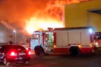Крупный пожар в торговом центре в Рязани потушили