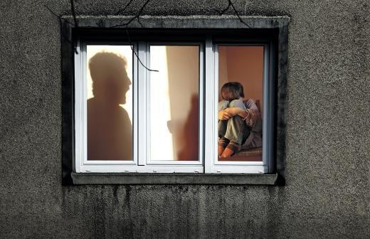 Полицейские нашли оставившую ребенка в квартире в «новой Москве» женщину