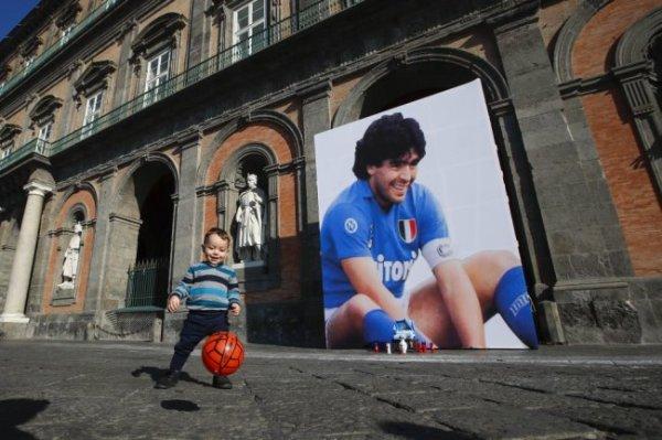 Марадона получил сильную травму головы за неделю до смерти