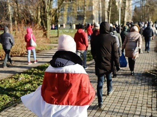 В Минске будут судить за флаг 87-летнюю чемпионку СССР