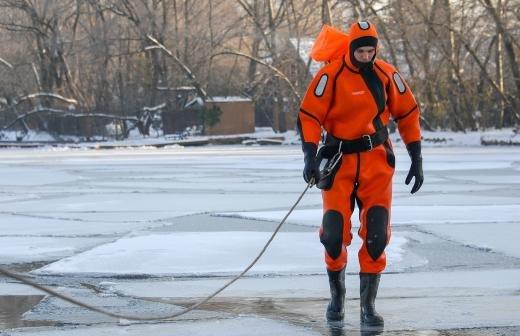 Московские спасатели предупредили об опасности выхода на лед