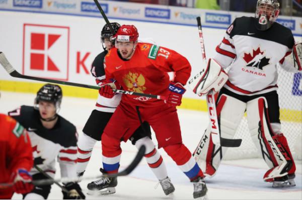 Как Россия играла с Канадой на молодежных чемпионатах мира