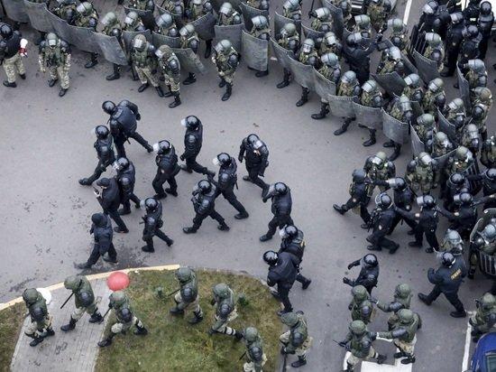 Белорусский ОМОН научили зверствовать специальные психологи