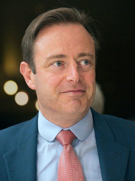 Мэр бельгийского Антверпена случайно дал новогоднее интервью в трусах