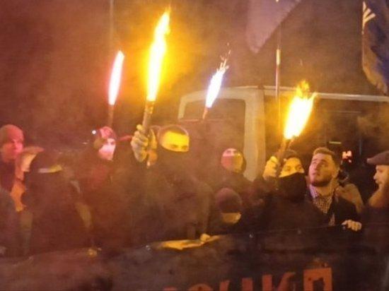 Украинские националисты набросились на польского посла после слов о Бандере