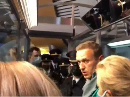 Прилетевшего в Россию Навального задержали