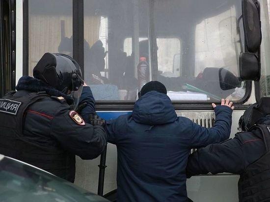 Метателям снежков в ОМОН грозит уголовное дело