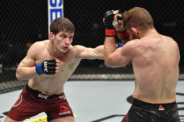 Царукян и Евлоев победили на турнире UFC 257 в Абу-Даби