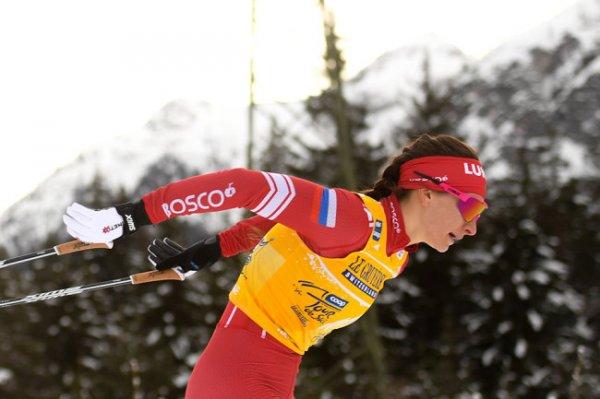 Лыжница Непряева сломала руку после падения на этапе Кубка мира