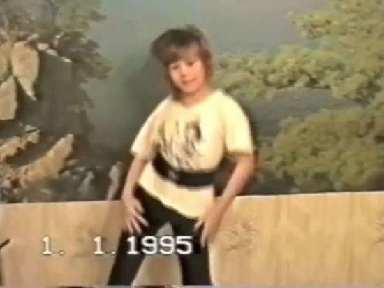 Екатерина Шпица показала как танцевала 10-летней перед родственниками
