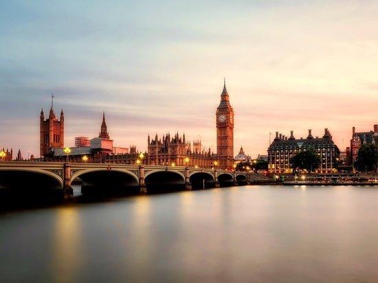 Макрон: Британия не может быть ближайшим союзником ЕС и США одновременно