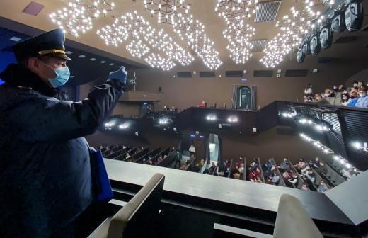 В театре рассказали о госпитализации заболевшего COVID-19 Басилашвили