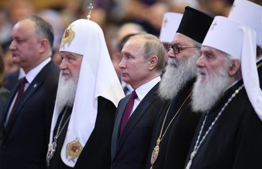 Патриарх призвал поддерживать пострадавших от COVID-19 и молиться за врачей