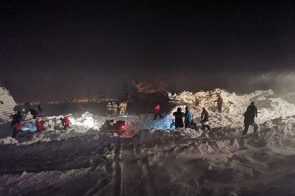 Спасение четырех человек из-под лавины в Норильске опровергли