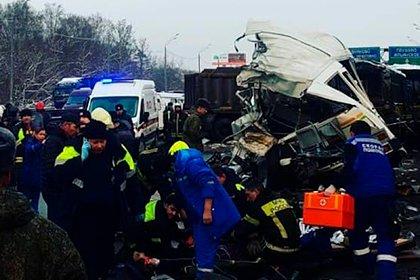 Число пострадавших в аварии с колонной военных автобусов под Москвой выросло
