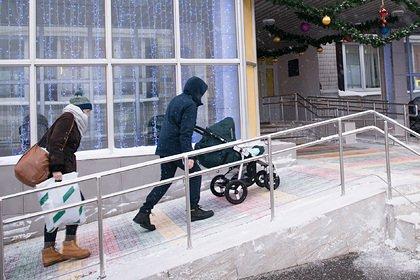 В Подмосковье две школьницы делали селфи и выпали из окна многоэтажки