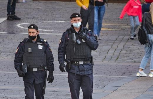 СК возбудил четыре дела из-за применения насилия к полицейским на несогласованной акции в Москве