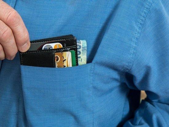 Стало известно, как мошенники узнают о балансе банковских карт