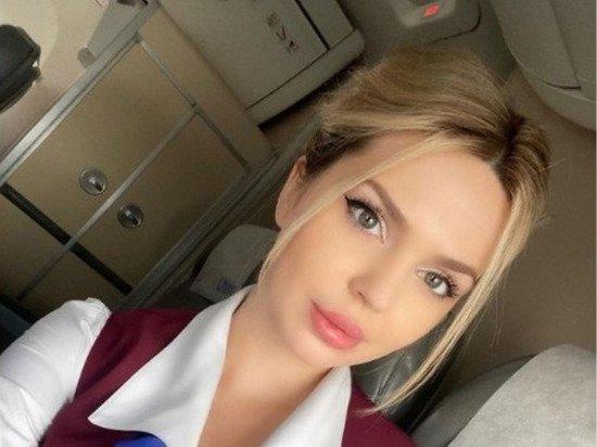 Фото пышногрудой российской стюардессы восхитило иностранцев