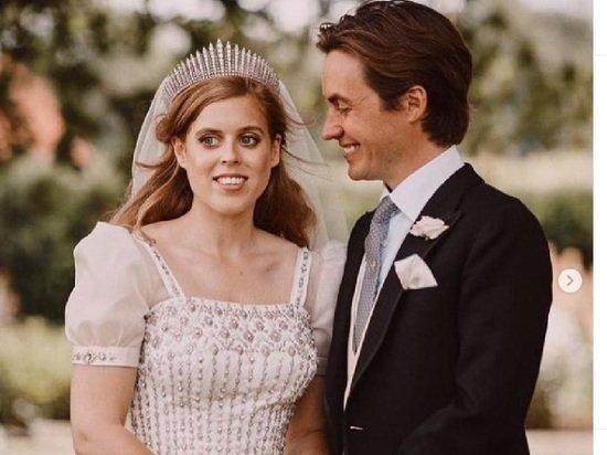Принцесса Евгения впервые подарила Елизавете II правнука