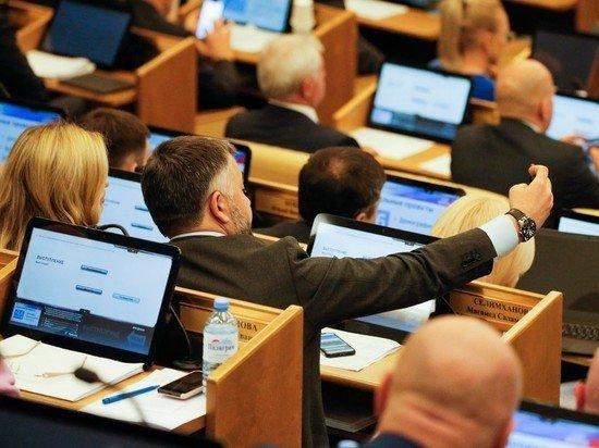 Госдума поддержала отмену возрастных ограничений для чиновников