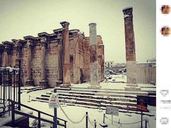 """Циклон """"Медея"""" завалил Афины снегом"""