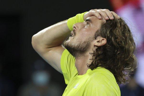 Циципас сыграет с Медведевым в полуфинале Australian Open
