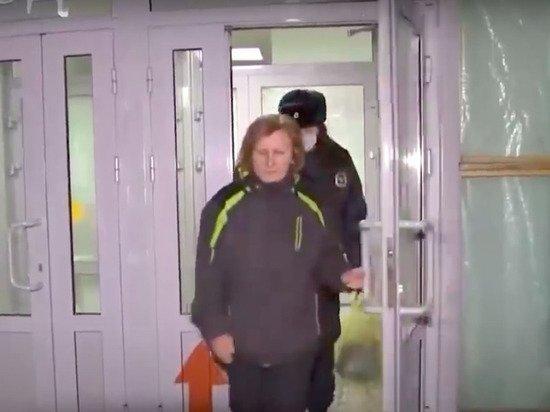 Против ударившего женщину в живот силовика отказались возбуждать уголовное дело