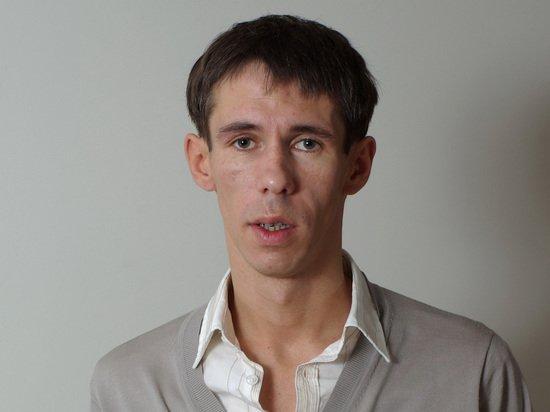 Алексей Панин абсолютно голым обратился к россиянам с испанской скалы
