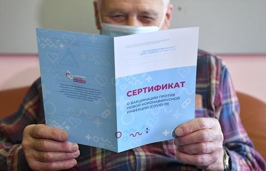 Почти 175 тыс. москвичей старше 60 лет привились от COVID-19