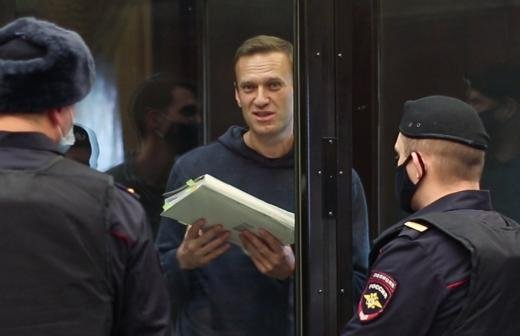В Кремле не стали комментировать решение суда по делу Навального