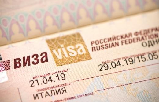 Русскоговорящим иностранцам дадут особые визы для въезда в РФ