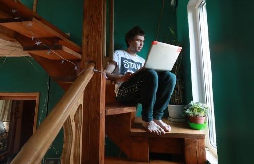 В России каждый третий опрошенный заявил о желании работать на частичной удаленке
