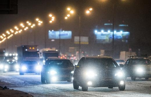 Москвичей предупредили о продолжении метели и усилении ветра