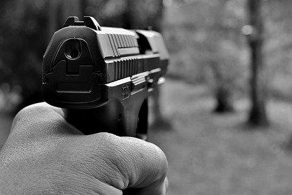 Российские подростки устроили стрельбу из пистолета и напали на очевидца