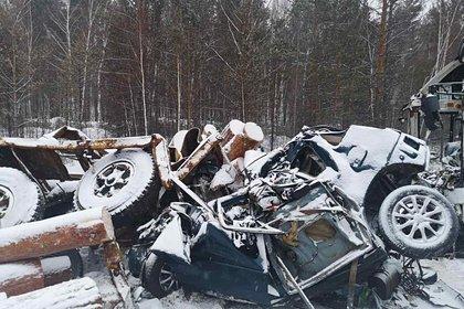 Обрушение строительных лесов на прохожих в центре Москвы попало на видео